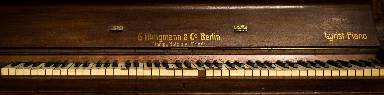 Studio 150 | Piano Toets Front Sliver-1